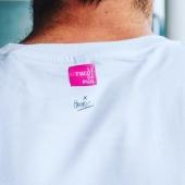La signature de l'artiste @jp.henric_art vient accompagner l'étiquette de marque au dos de chaque t-shirt. Merci à Jean-Philippe Henric pour cette collaboration. . . . . . #mode #signature #art #tshirt #artist #france #madeinfrance